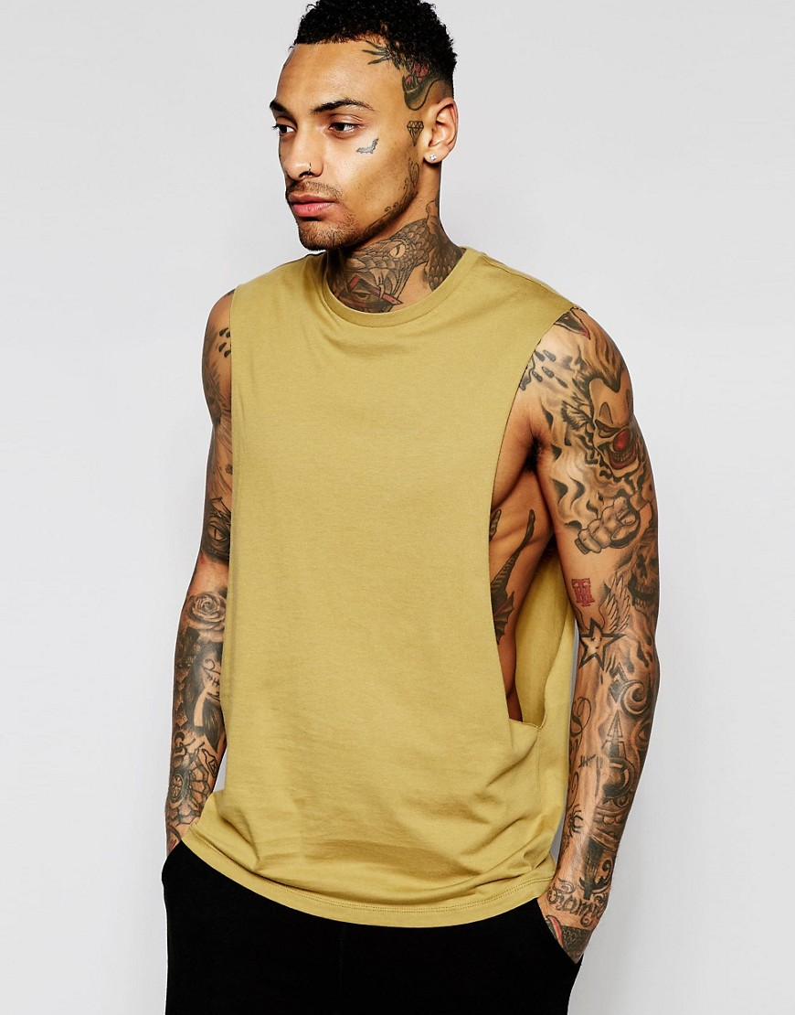 Camiseta sin mangas con sisas pronunciadas en caqui de ASOS