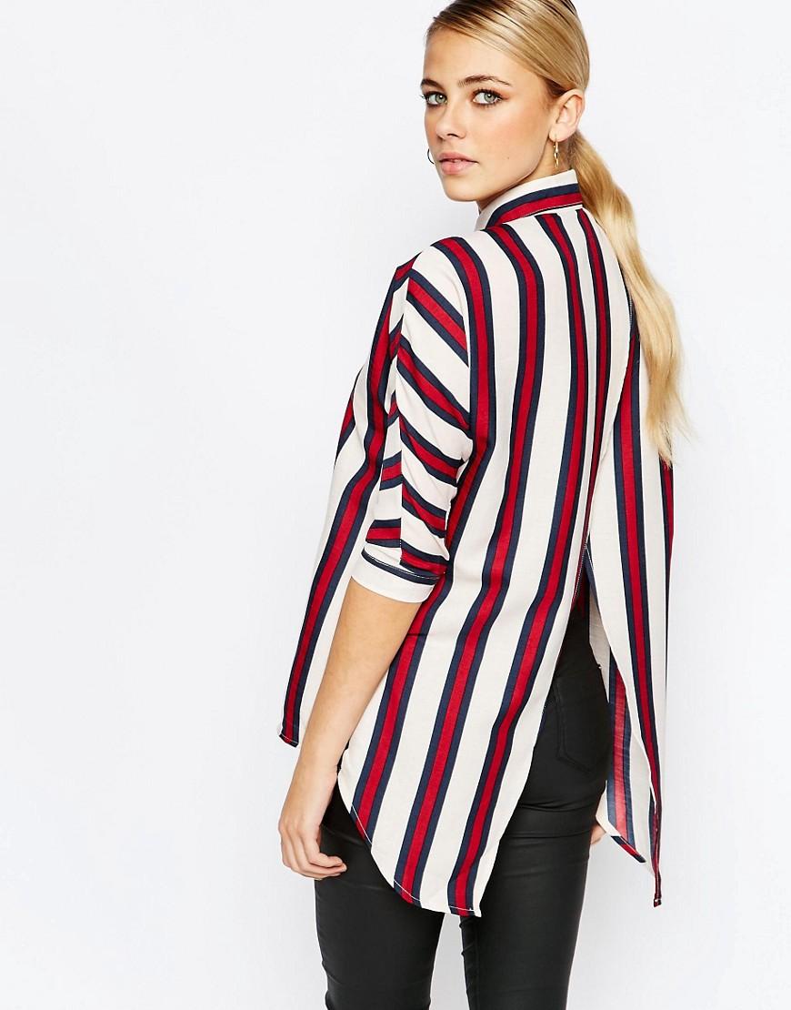Camisa con abertura en la espalda y estampado de rayas de Boohoo