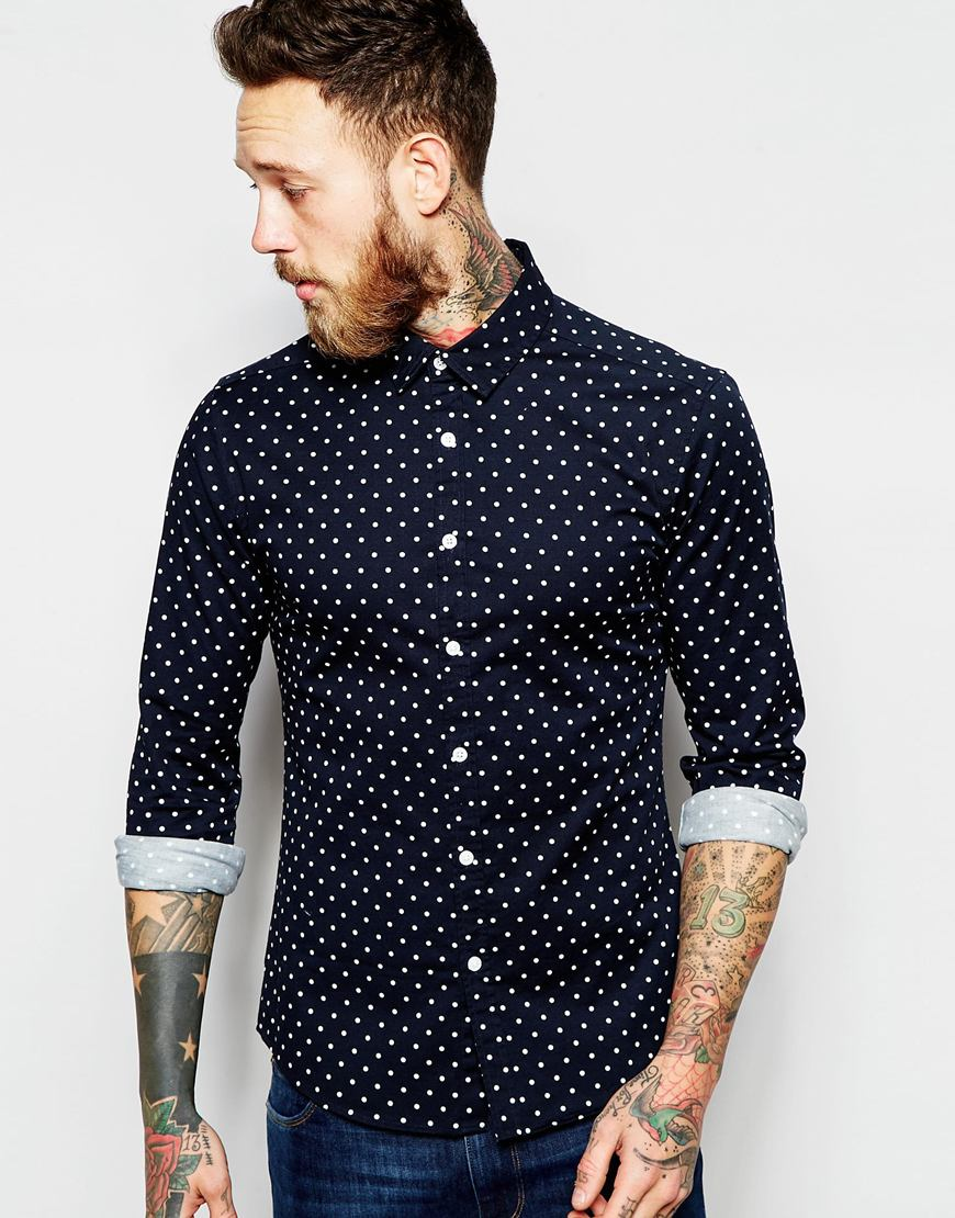 Camisa entallada de manga larga en azul marino con estampado de lunares de ASOS