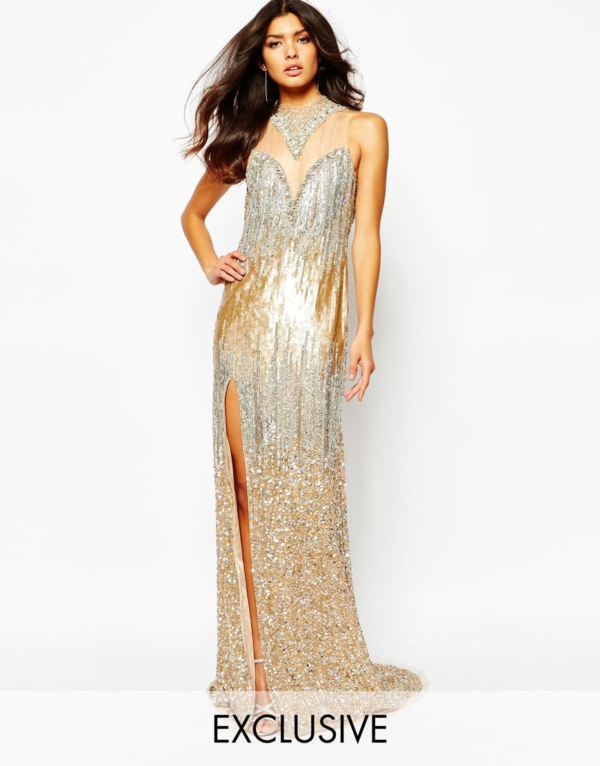 Vestido largo adornado con lujosa pedrería en toda la prenda con bajo con cola en el bajo de A Star Is Born