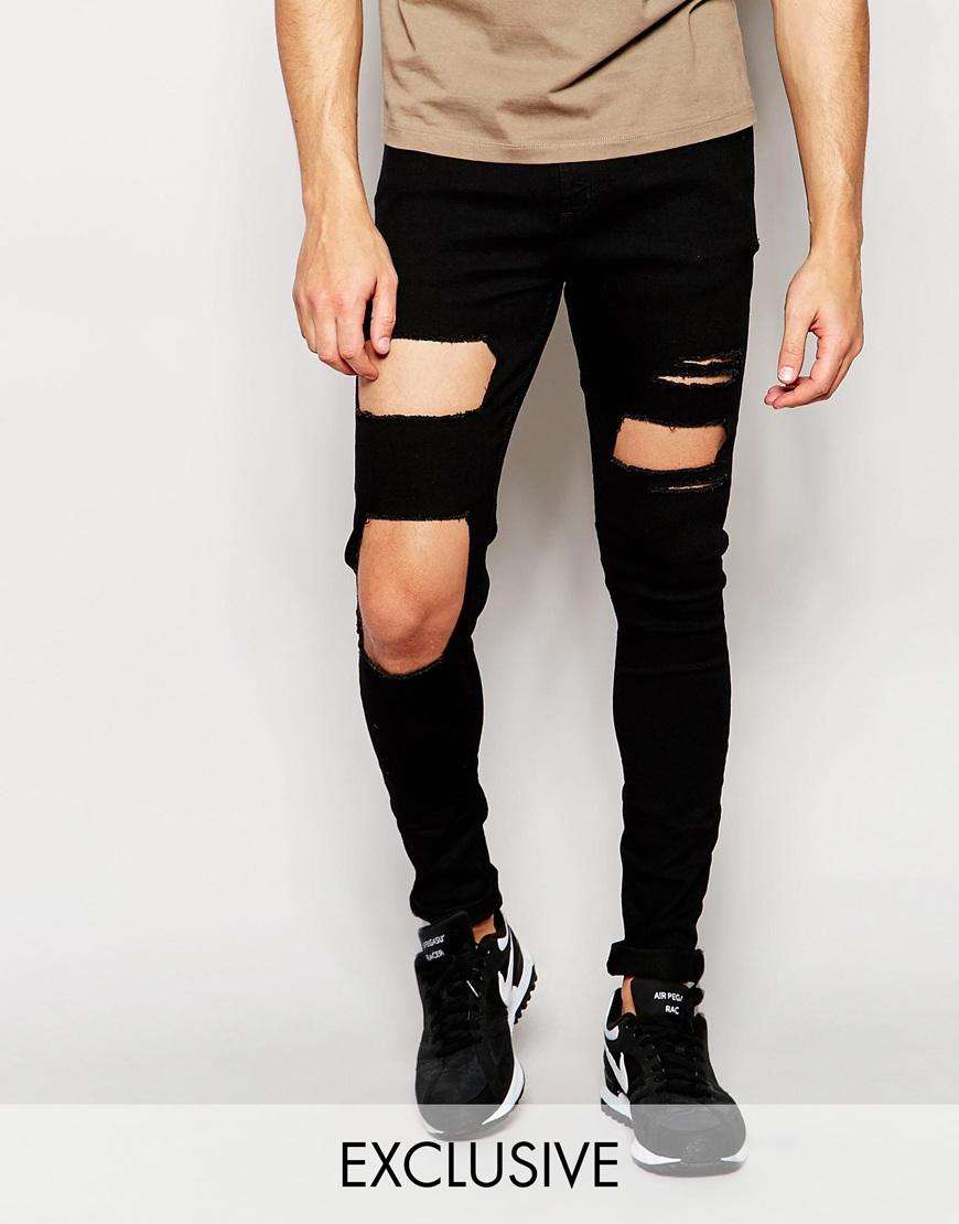 Vaqueros superpitillo con roturas grandes en las rodillas de Reclaimed Vintage